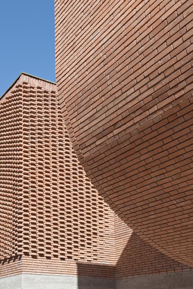 fachada ladrillo del museo yves Saint Laurent Marrakech diariodesig