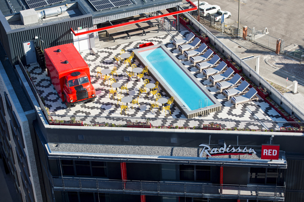 vista aerea del Radisson RED hotel millenial diariodesign