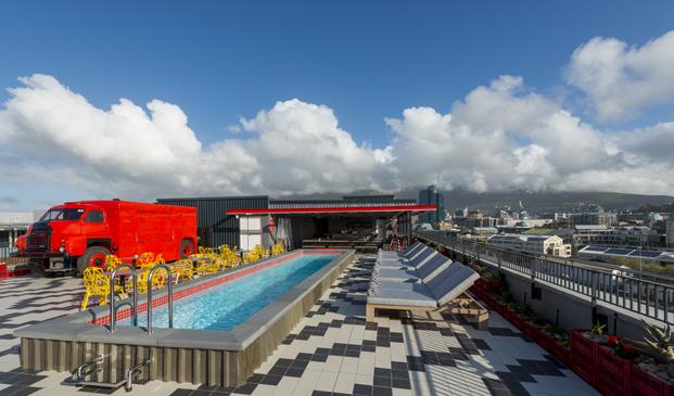 terraza Radisson RED hotel millenial en ciudad del cabo diariodesign