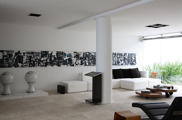 salon casa con patio residencia austria de simone mantovani arquitetura en sao paulo diariodesign