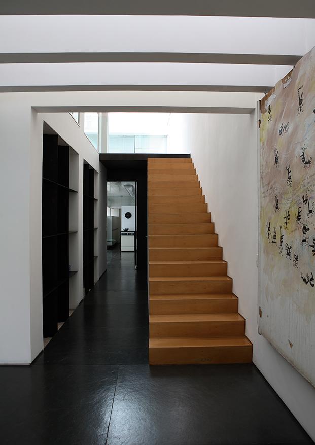 escalera casa con patio residencia austria de simone mantovani arquitetura en sao paulo diariodesign