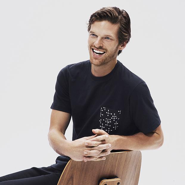 camiseta negra uniqlo de eames diariodesign