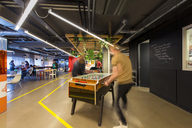 futbolin en call center de VodafoneZiggo en Rotterdam diariodesign