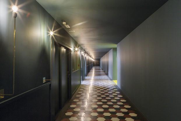 pasillo de hotel casaBASE milan diariodesign