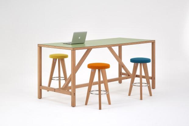 mesa de trabajo de James Burleigh una de las marcas presentes en designjunction 2017.
