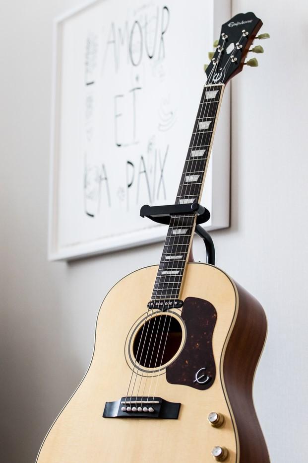 guitarra suite Beatles hotel lennon yoko ono paz diariodesign