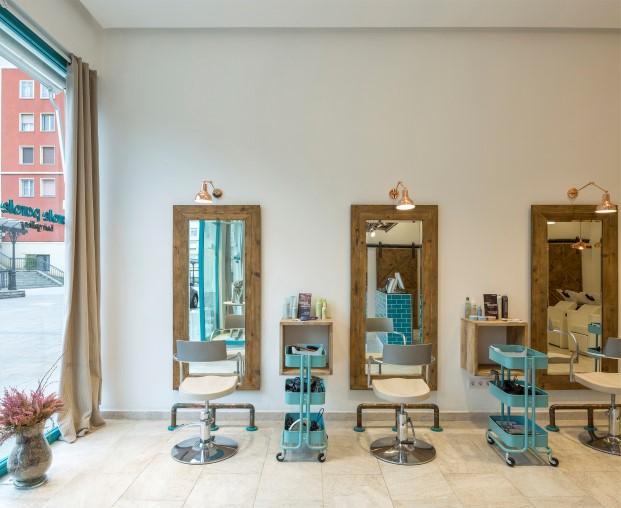 espejos en la peluqueria parole en bilbao diariodesign