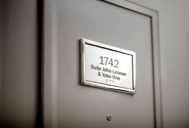 placa suite Beatles hotel lennon yoko ono paz diariodesign