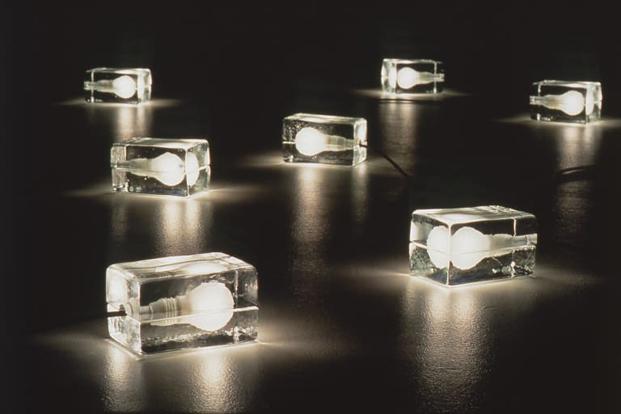 Lámpara Block de Harri Koskinen finlandia en Museo de Artes Decorativas de Madrid diariodesign