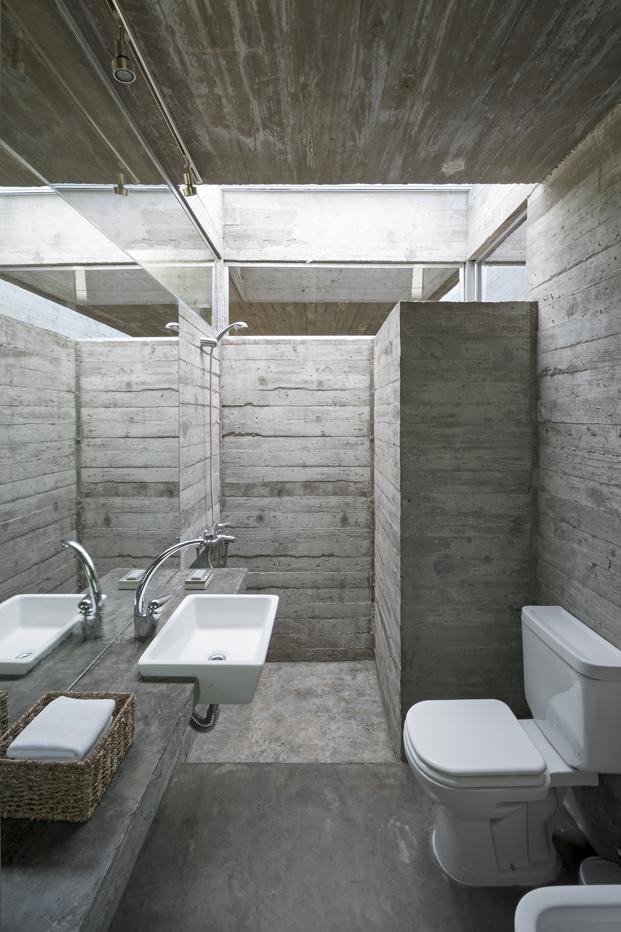Casa L4 de Luciano Kruk bano casa de hormigon diariodesign