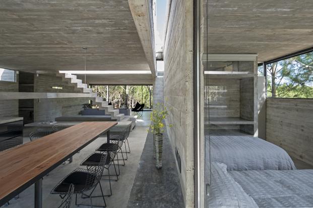 Casa L4 de Luciano Kruk distribucion casa de hormigon diariodesign