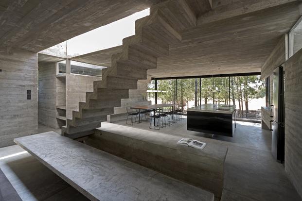 Casa L4 de Luciano Kruk salon casa de hormigon diariodesign