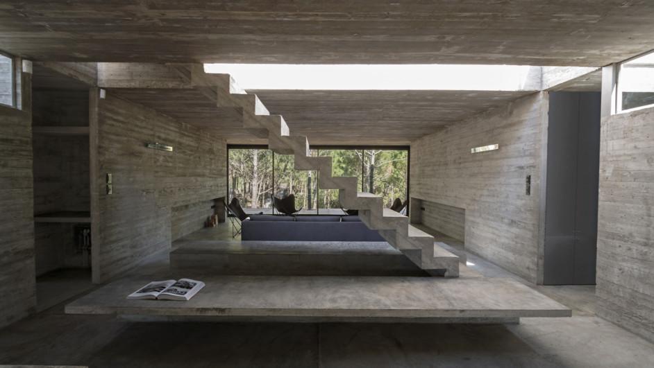 Casa L4 casa de hormigon Luciano Kruk escalera hormigon diariodesign
