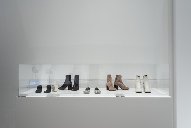 zapatos en expo Paola Antonelli Items Is Fashion Modern MoMA diariodesign