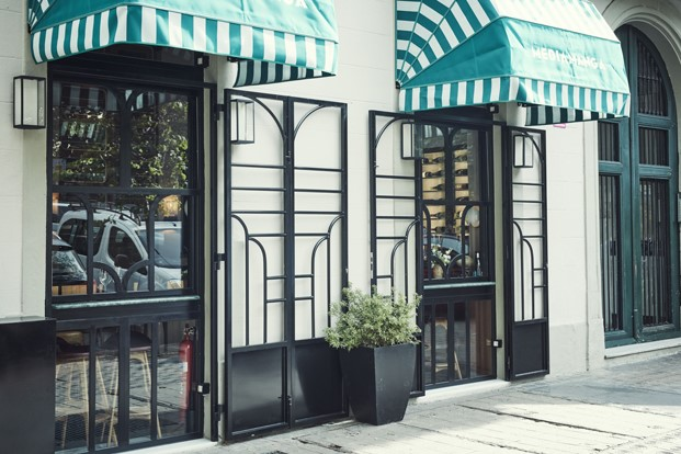 fachada restaurante tasca mediamanga en barcelona diariodesign