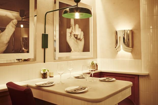 mesas del restaurante tasca mediamanga en barcelona diariodesign