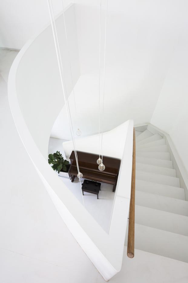 reforma casa T House por KIENTRUCO estudio escalera diariodesign