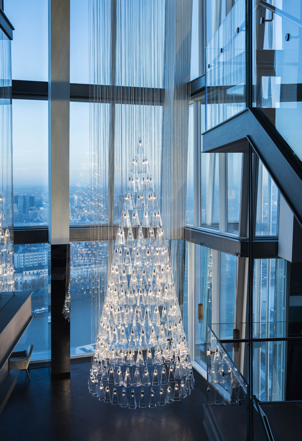 lee broom diseña arbol de navidad de vidrio led the shard diariodesign