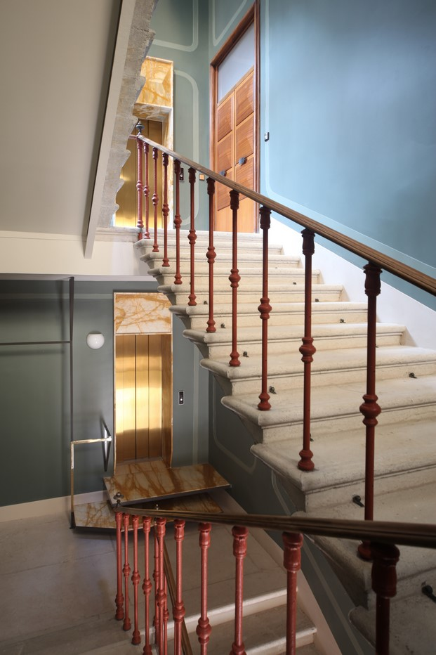 escalera de another venice apartamento en venecia diariodesign