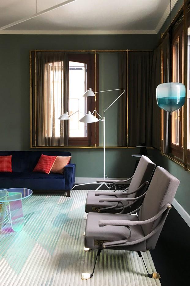 muebles contemporaneos en una vivienda en venecia diariodesign