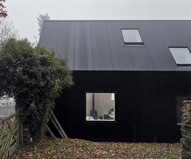 exterior ventanas croft lodge studio ruina habitada diariodesign