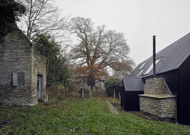 exterior croft lodge studio ruina habitada diariodesign