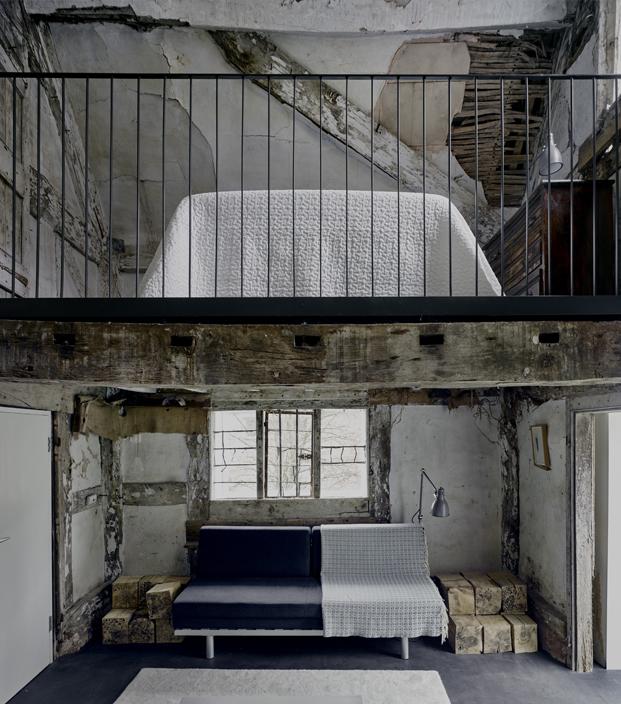 dormitorio interior croft lodge studio ruina habitada Kate darby david connor diariodesign