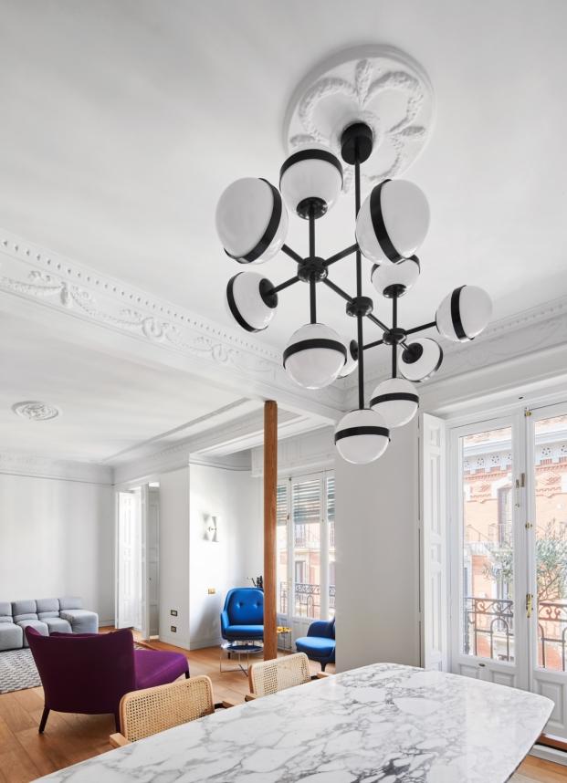 lampara en una vivienda de estilo clasico diariodesign