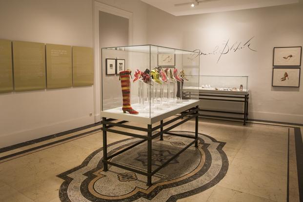 Manolo Blahnik exposicion zapatos en el museo nacional de artes Madrid diariodesign