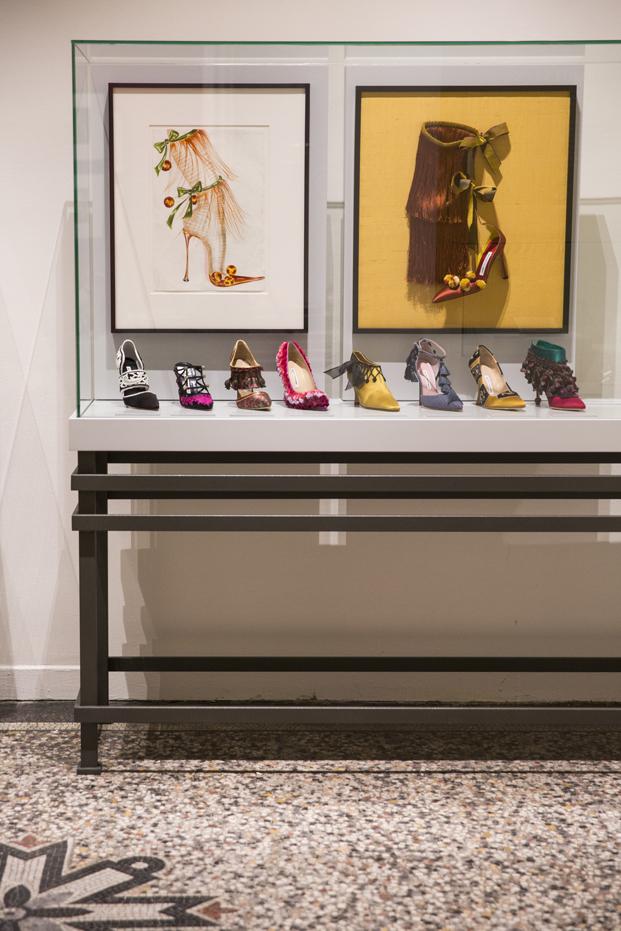 Manolo Blahnik exposicion zapatos en MNAD Madrid diariodesign