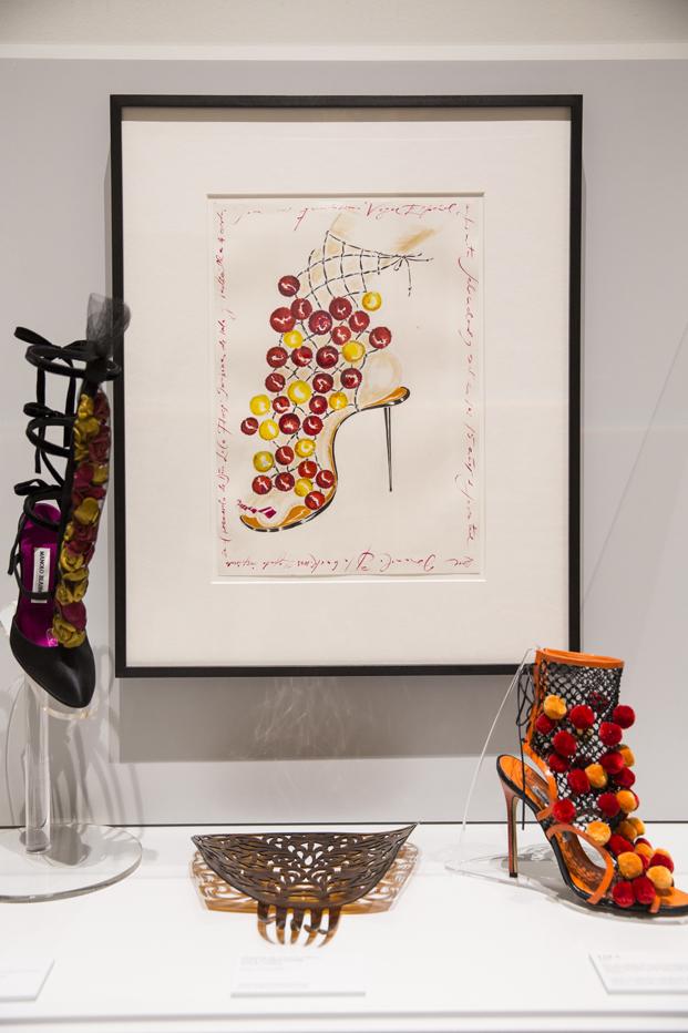 Manolo Blahnik exposicion zapatos en MNAD Madrid dibujos diariodesign