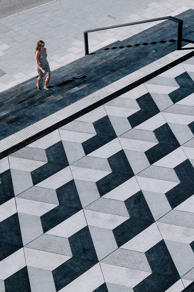 escalinata en plaza del mercado de puertochico en santander diariodesign