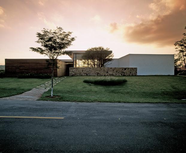 Residencia Baroneza Simone Mantovani exterior jardin casa do brasil diariodesign