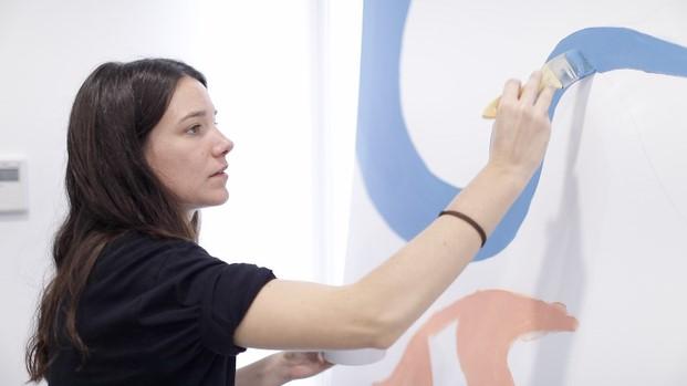 Lara Costafreda en el mural del Hospital del Mar diariodesign