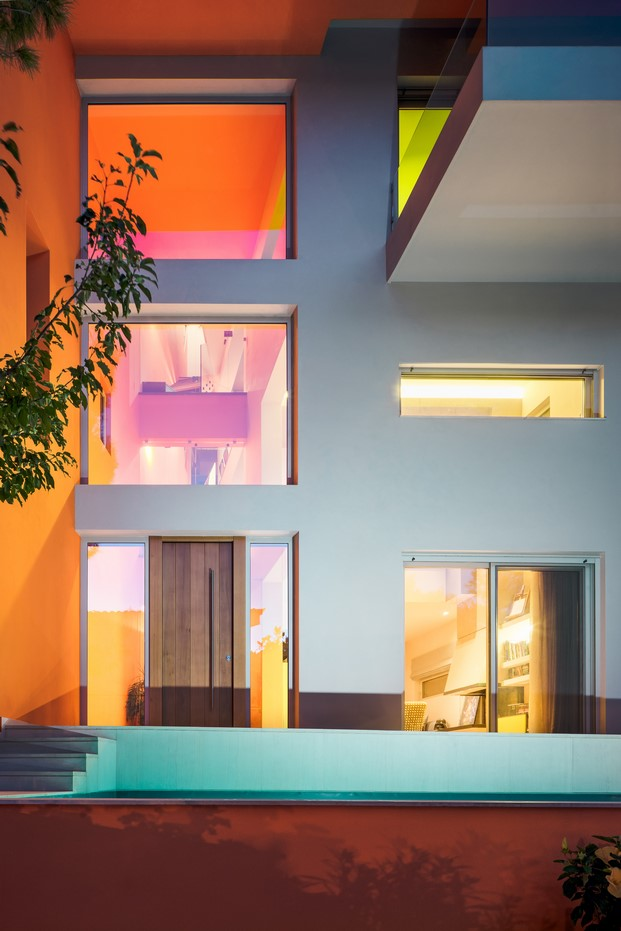 casa de colores en grecia de Kipseli Architects diariodesign
