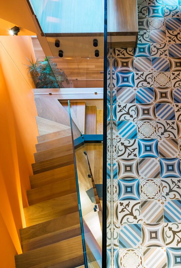 casa de colores en grecia de Kipseli Architects mosaico hidraulico diariodesign