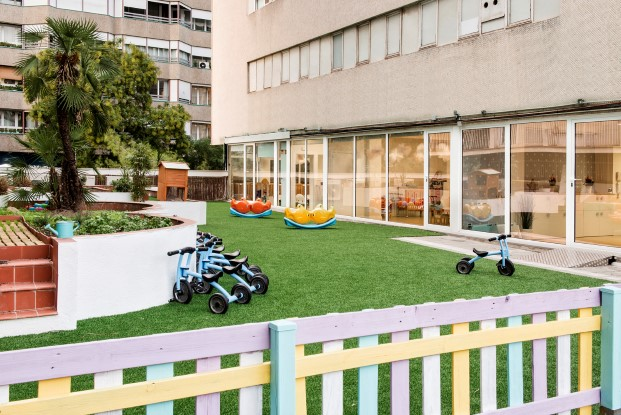 interiorismo infantil y minimalista en la guarderia happy way turo park en Barcelona diariodesign