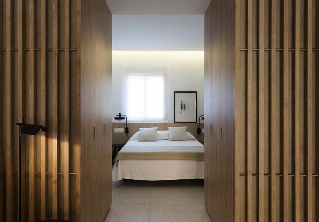 dormitorio de pequeno apartamento en santa pola en playa Varadero de Manuel Garcia estudio diariodesign