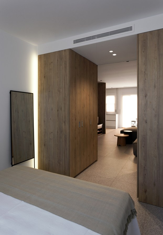 vestidor de apartamento en santa pola en playa Varadero de Manuel Garcia estudio diariodesign