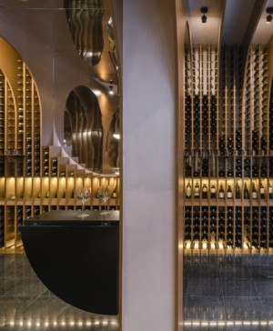 vinoteca en valladolid de Vinos Viandas Zooco Estudio diariodesign madera costillas