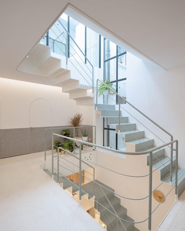 A white house a growing home casa en shanghai escaleras diariodesign