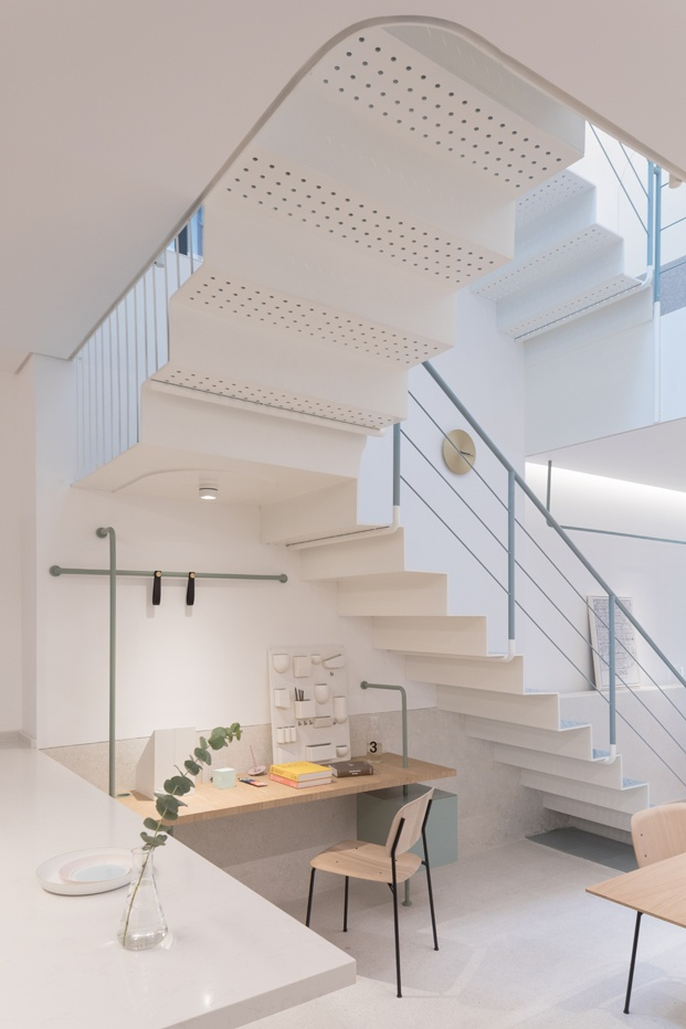 A white house a growing home casa en shanghai duplex diariodesign