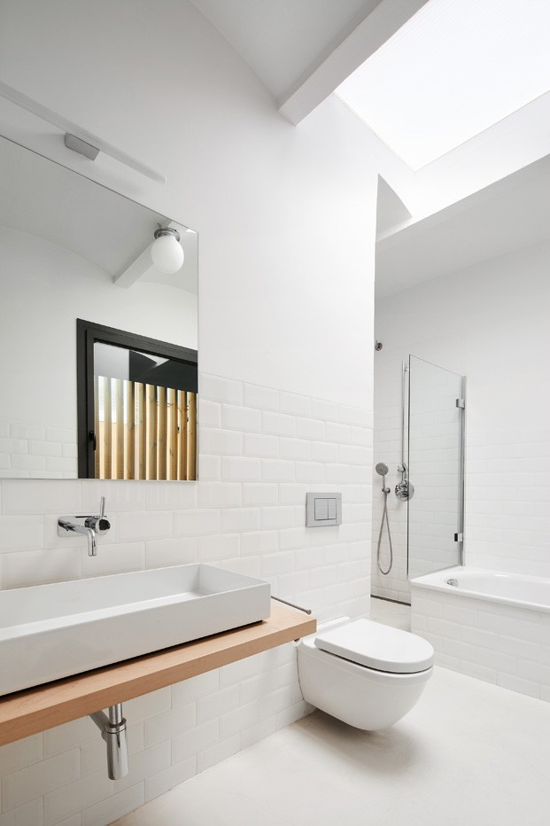 up gracia home studio masaaki higashi casa en barcelona bano diariodesign