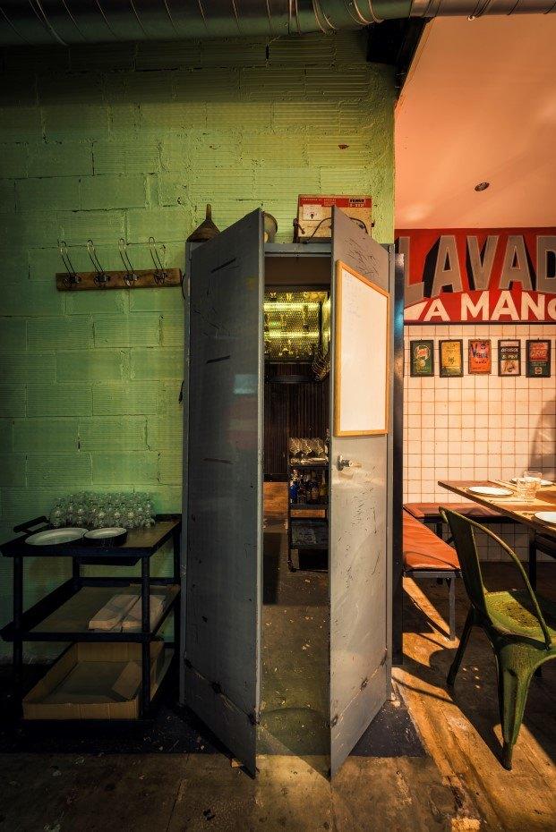 restaurante tematico burger garage estilo industrial en valencia diariodesign