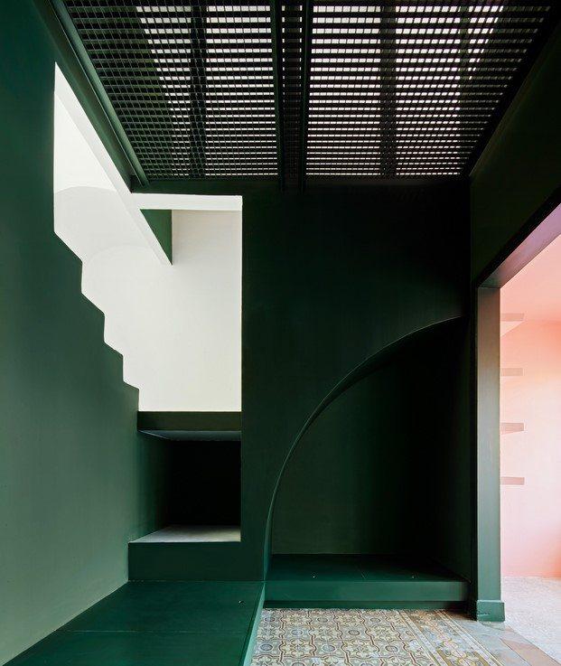 casa horta guillermo santomá color verde escaleras diariodesign