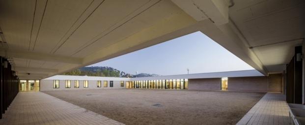 escola montserrat vayreda roses baas arquitectura diariodesign patio