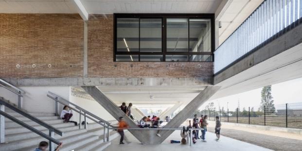 escola montserrat vayreda roses baas arquitectura diariodesign voladizo
