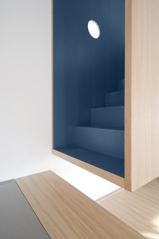 gosplan vivienda into the woods escalera azul diariodesign