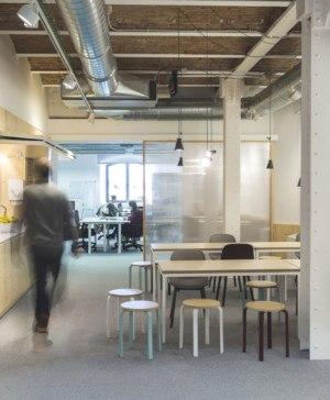 DearDesign disena oficinas mVentures en el Tech City center en el palau de mar de barcelona estructura de madera diariodesign
