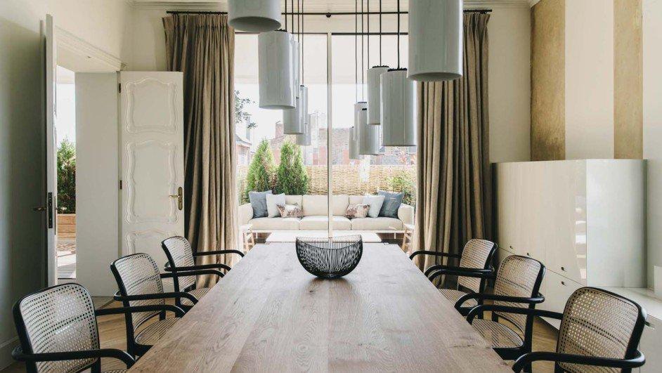 vivienda en barcelona barrio San Gervasi interiorismo de Lopez Vilalta comedor y mesa de santa cole diariodesign